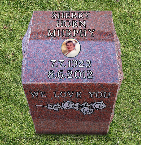 This single cremation post with a slanted top face allows ample space to commemorate a loved one
